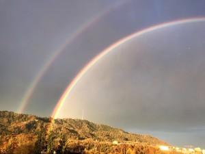 Ein doppelter Regenbogen über dem Zürichsee