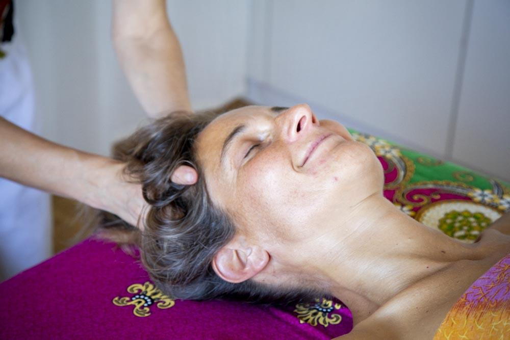 Kopfmassage Masseurin Massagepraxis Erlach Seeland Biel